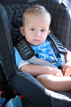 asiento coche: Beb� en el asiento de autom�vil para seguridad  Foto de archivo