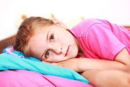 insomnio: Ni�a peque�a sufren de insomnio  Foto de archivo
