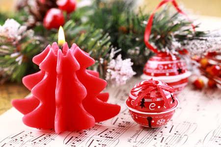 Navidad Bodegón con velas, jingle bells y notas de música