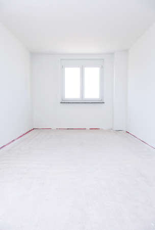 Empty room ready for renovation or moving in or out Stock Photo - 8894702