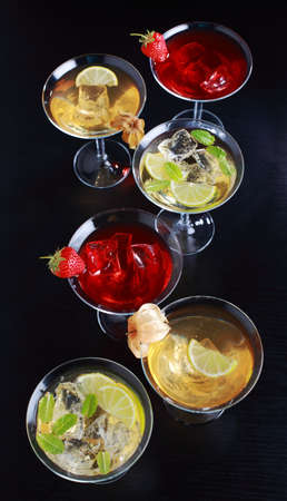 aperitive: Different cocktails or longdrinks garnished with fruits