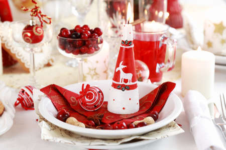 cranberry fruit: Table setting for Christmas with apple pie and cranberry punch Stock Photo