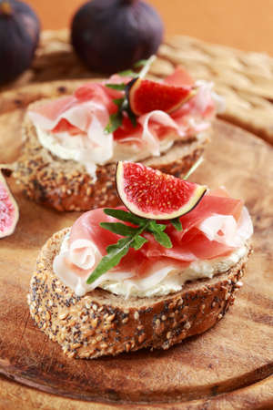 Sandwich with cream cheese, prosciutto, fig and rocket