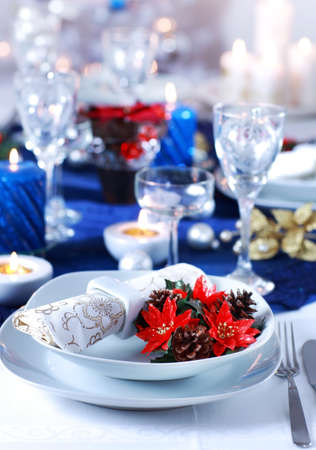 christmas dish: Place setting for Christmas in blue and white tone