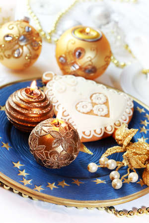 cake balls: Place setting for Christmas with gingerbread bell