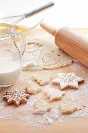 christmas cookies: Bakken ingrediënten voor kerstkoekjes en peperkoek Stockfoto