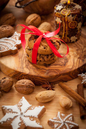 pecan: Christmas cookies with gingerbread and candles