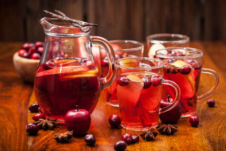 raw tea: Delicious hot punch for winter and Christmas with fruits and wine