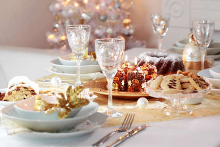 christmas catering: Decorated Christmas table with tree in background Stock Photo