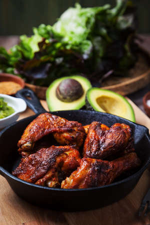 Grilled hot and spicy chicken wings with spices on dark background Stockfoto