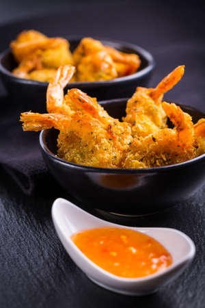 Roastet and breaded hot Thai shrimps with dip