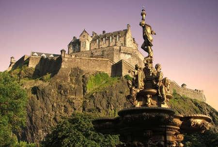 edinburgh: Edinburgh Castle at dusk from Princes St Gardens Stock Photo