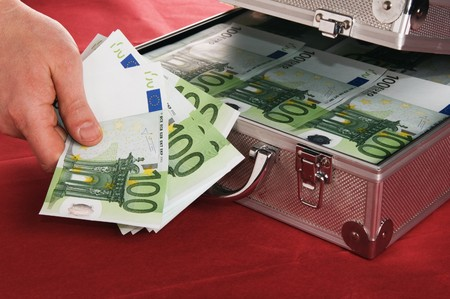 heist: Metallic case full of Euro