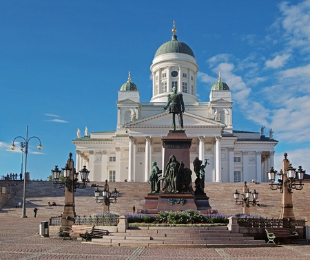 Lutheran Cathedral on the Senatorial area. A monument to Alexander II .Helsinki.  Banco de Imagens