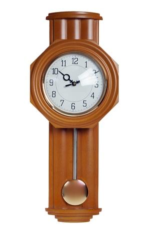 reloj de pendulo: reloj de pared aislado en blanco