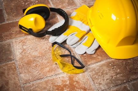 elementos de protecci�n personal: La construcci�n est�ndar equipo de seguridad Foto de archivo