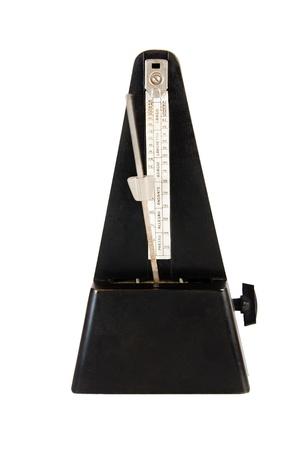 reloj antiguo: Metrónomo Viejo se encuentra aislado en blanco