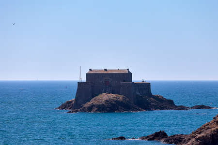 The Petit Bé is a tidal island near the city of Saint-Malo in Brittany, close to the larger island of Grand Bé. At low tide one can walk to the island from the nearby Bon-Secours beach. Stock fotó