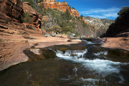Winter image of Oak Creek at Rock Slide State Park in the Coconino National Forest near Sdeona, Arizona Archivio Fotografico