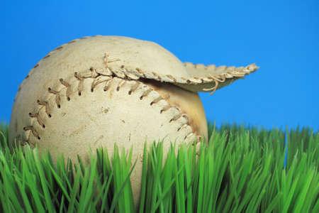 너덜 된 야구 인공 잔디에 ols 찢어진 된 야구 스톡 콘텐츠