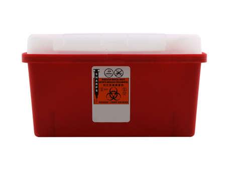 riesgo biologico: Foto de un contenedor aislado y punzantes sobre blanco