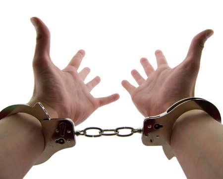 cuffed: Foto de una mans mu�ecas esposadas con las manos extendidas, aislados en blanco  Foto de archivo