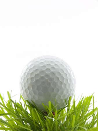 白で隔離される草のティーのゴルフ ・ ボール 写真素材