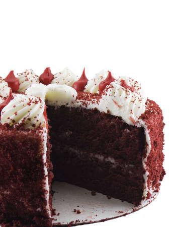 白い背景で隔離のスライス、行方不明の赤いビロードのケーキ 写真素材