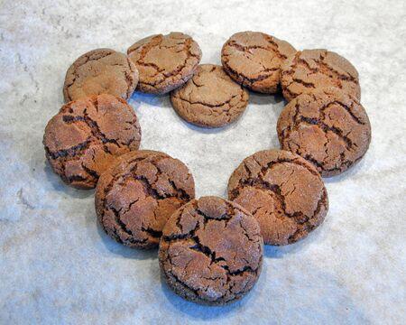 Ginger snap cookies in shape of a heart Standard-Bild