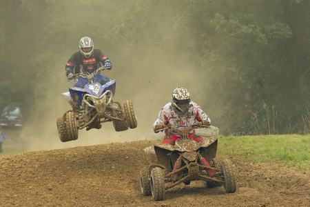 Twee quad motorcoureurs Redactioneel