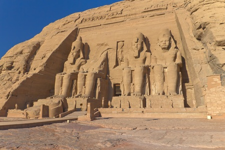 Abu Simbel Temple of King Ramses II, a masterpiece of pharaonic arts and buildings in Old Egypt 版權商用圖片 - 12998837