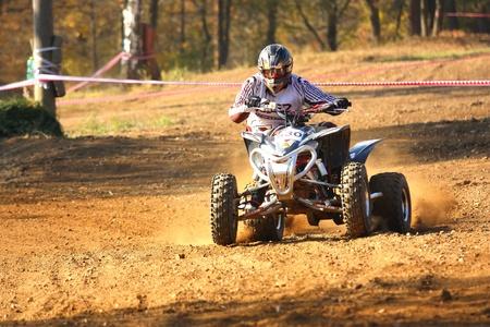 """Záb?eh, Tschechische Republik - 30. Oktober. Nicht identifiziert Racer reitet auf einem Quad-Motorrad im """"Zabrezky Motocross"""" am 30. Oktober 2010 in der Stadt Záb?eh, Tschechische Republik. Standard-Bild - 13021785"""