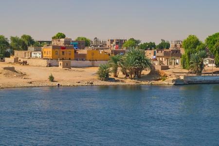Arab village on the banks of the Nile  Nile near Luxor, Egypt  版權商用圖片