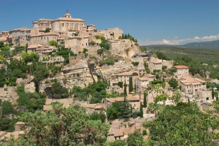 ゴルド プロヴァンス、フランスのこの村の丘の上の村のビューには、典型的なプロバンスの文字