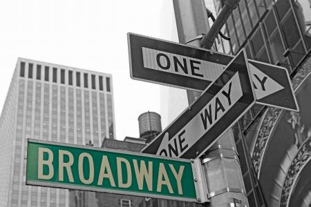 맨해튼 브로드 웨이 (뉴욕시)에 대한 거리 표지판 스톡 콘텐츠