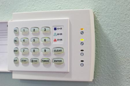 teclado num�rico: Dispositivos de seguridad del teclado num�rico en la pared verde