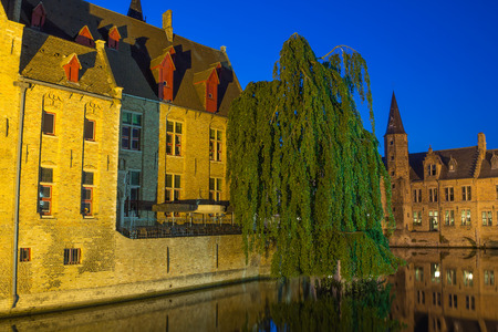 bruges: Night view from the Rozenhoedkaai of the Old Town of Bruges (Bruges, Belgium).