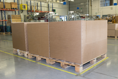 lean machine: Cardboard boxes are standing in a designated place in the assembly hall. The show of lean management methods. All potential trademarks are removed. Stock Photo