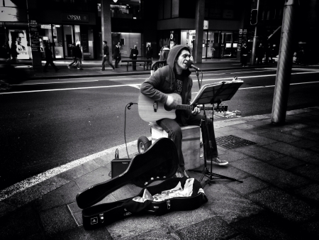 busker: Busker on the streets of Sydney