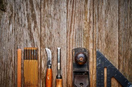 carpintero: vista a�rea de un conjunto de herramientas antiguas Foto de archivo