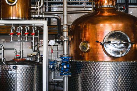 destilacion: equipo de la cervecería