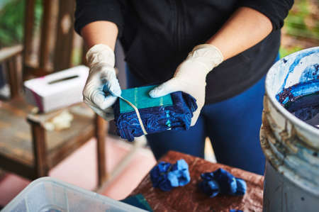 a woman dying fabric with indigo dye. Banque d'images