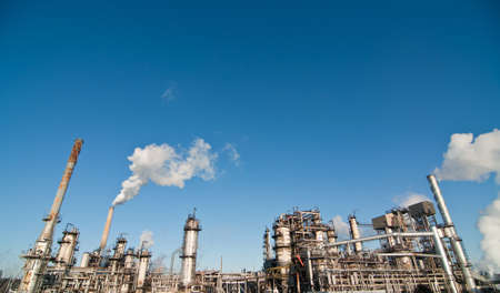 A petrochemical refinery plant with pipes and cooling towers. 스톡 콘텐츠