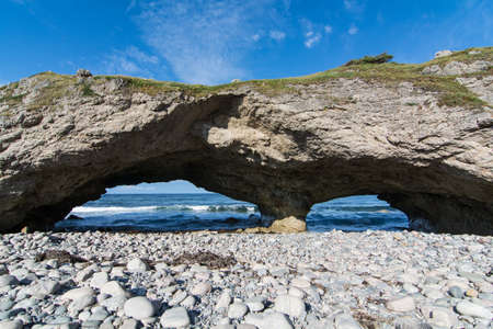 arcos de piedra: Los arcos de piedra natural en el Parque Provincial de los arcos en Terranova y Labrador, Canadá