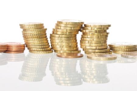 concept images: Immagine di monete impilati, sfondo bianco isolato