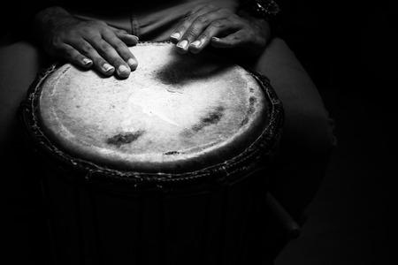 Sinlge West African Drum in Dramatic Single Light. Banco de Imagens