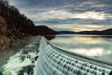 Croton-On-Hudson,  NY  United States - Jan 12, 2020: view of the New Croton Dam 新聞圖片