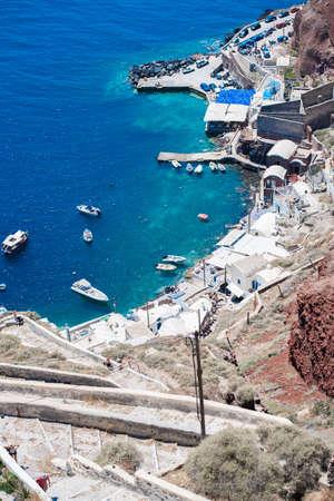 caravelle: Vue de dessus pour une croisière sorte à Oia, Santorin, Grèce Banque d'images