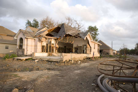 A home torn apart by the levy failure in Lakeview. 版權商用圖片 - 3041553