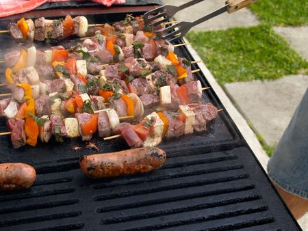 grill tongs sausage: Barbequing food.